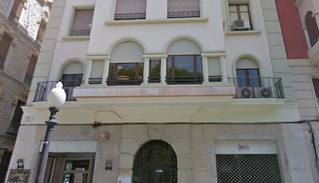 El pis es troba a la Rambla Nova, prop del Balcó del Mediterrani.