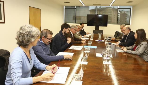 Los alcaldes se reunieron ayer con el subdelegado, Joan Sabaté.