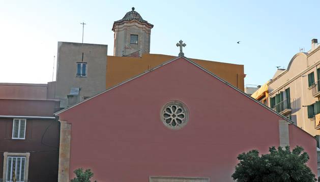 La torre és al carrer Arc de Sant Llorenç.