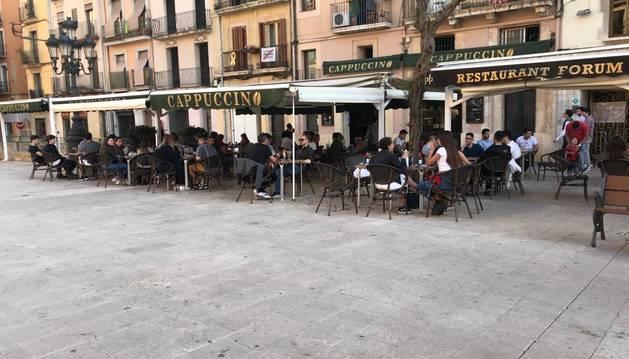 Imagen de terrazas en la Plaza de la Font.