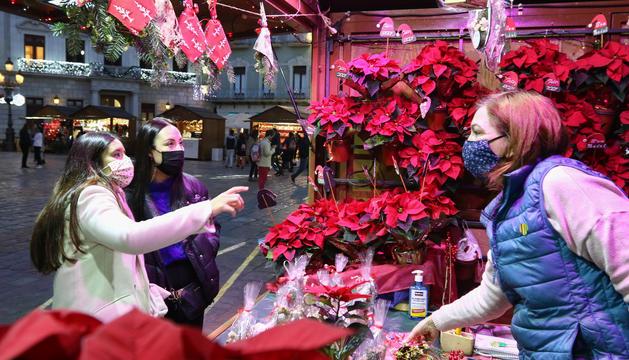 Una de las paradasque, hasta el 20 de diciembre, venderán elementos navideños.
