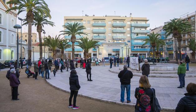 Moment de la concentració del grup ahir a la plaça dels Infants.