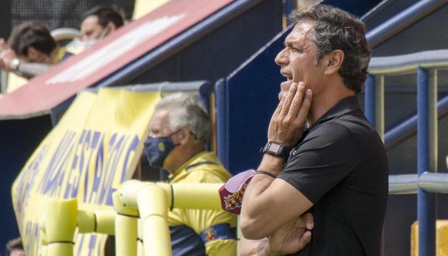 Toni Seligrat, a la banqueta del Gimnàstic de Tarragona durant el partit disputat a la Ciutat Esportiva de Villarreal.