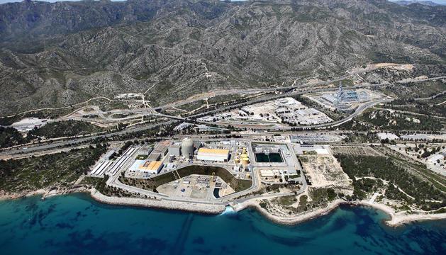 Vista aèria de la central nuclear de Vandellòs II.