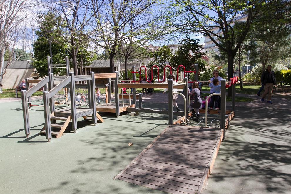 Reus adaptar los parques infantiles con juegos para ni os for Parques de barcelona para ninos