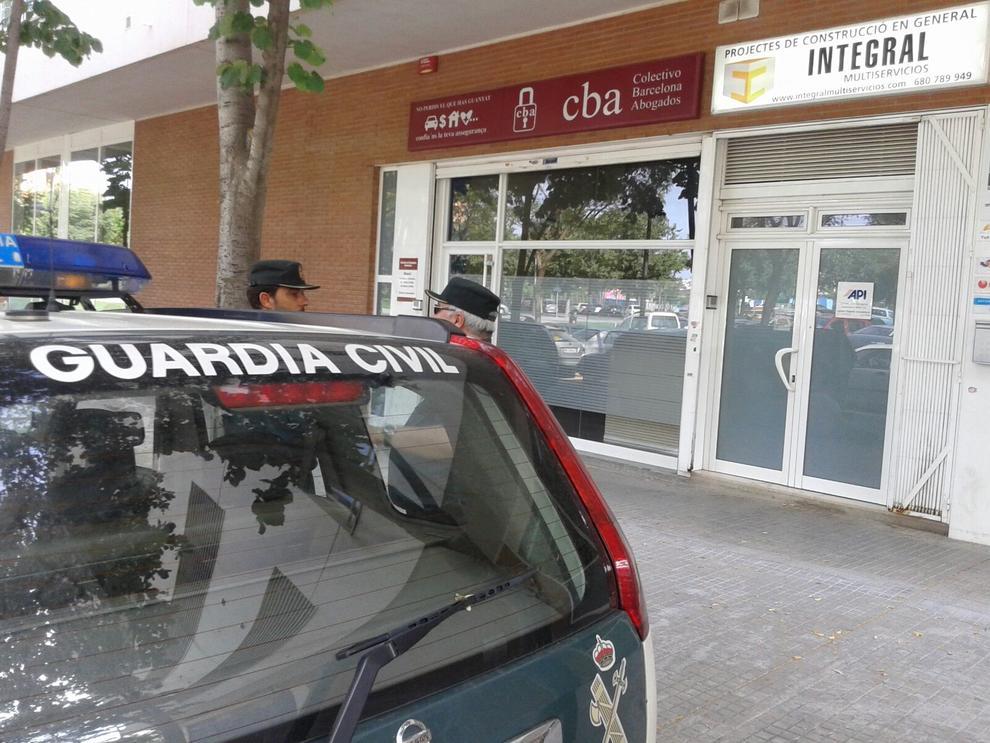 La polic a registra las oficinas del abogado josep maria elias en reus - Oficina del policia ...
