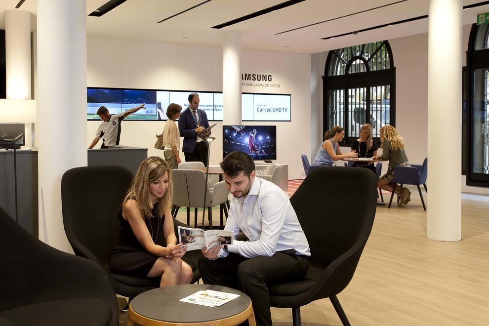 Caixabank abre en reus una oficina orientada a fomentar la for Oficina 2100 caixabank