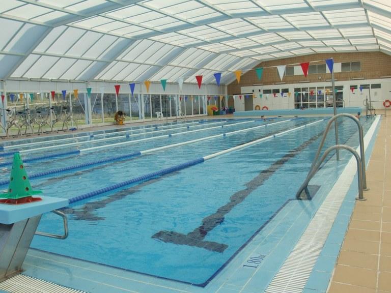 Las piscinas municipales se preparan para su lavado de cara for Se hacen piscinas