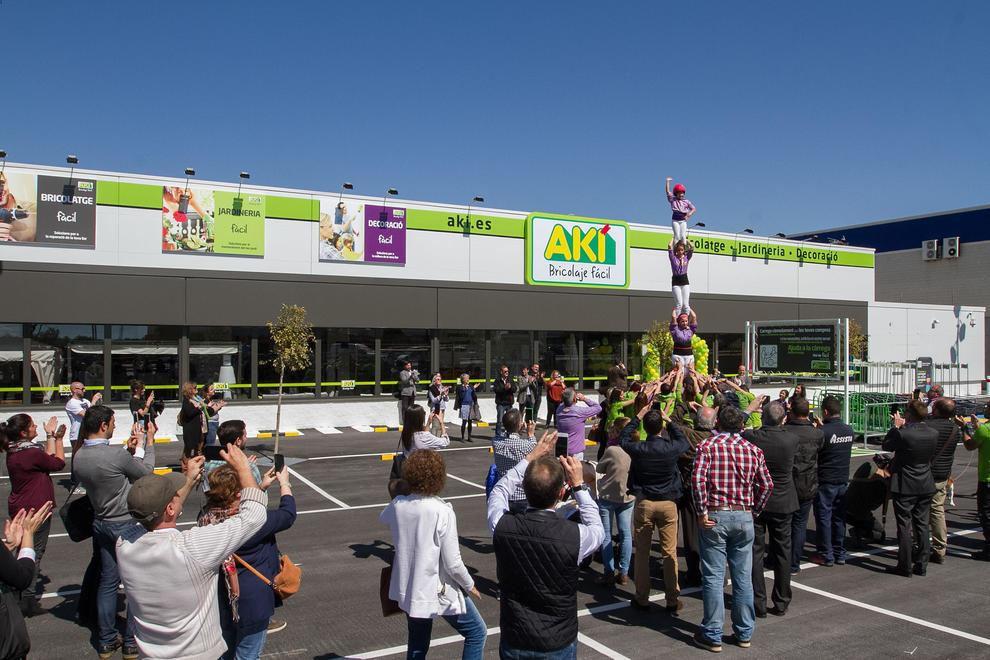 La empresa de bricolaje ak abre un centro comercial en for Centro comercial aki piscinas precio