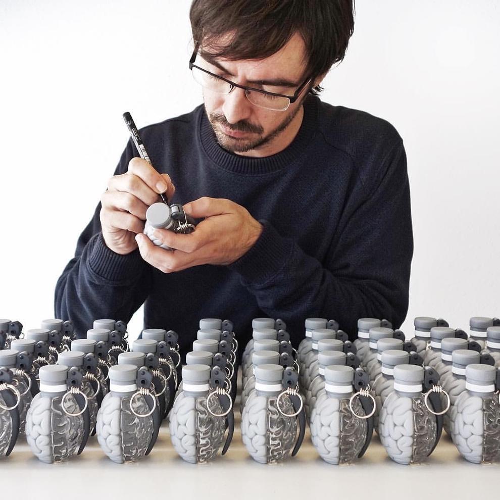 Unas granadas en forma de cerebro alertan la oficina de for Oficina correos granada