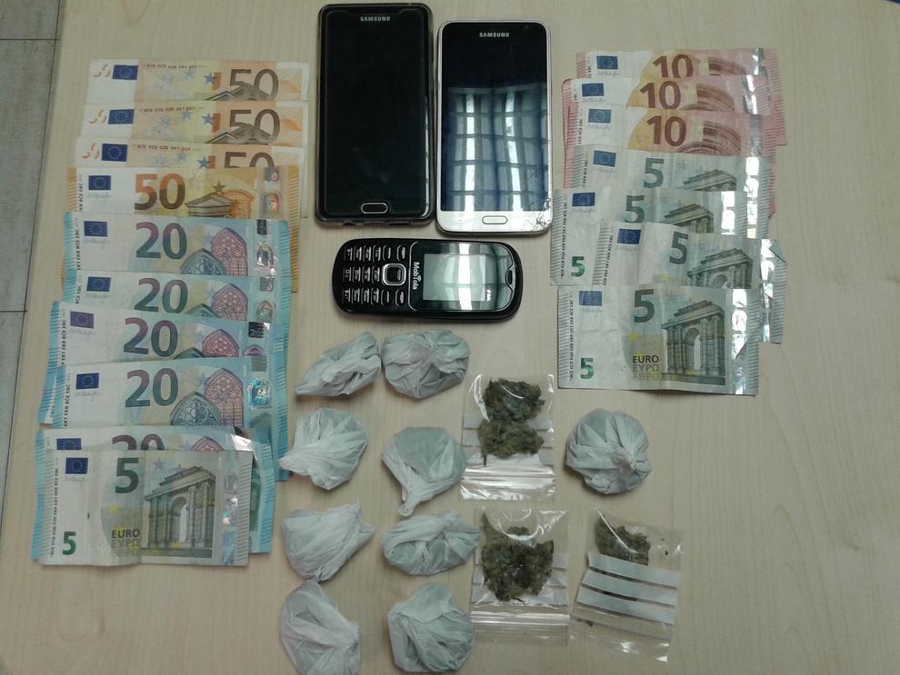 Dos detenidos en el vendrell por tenencia de sustancias for Interior y policia porte y tenencia