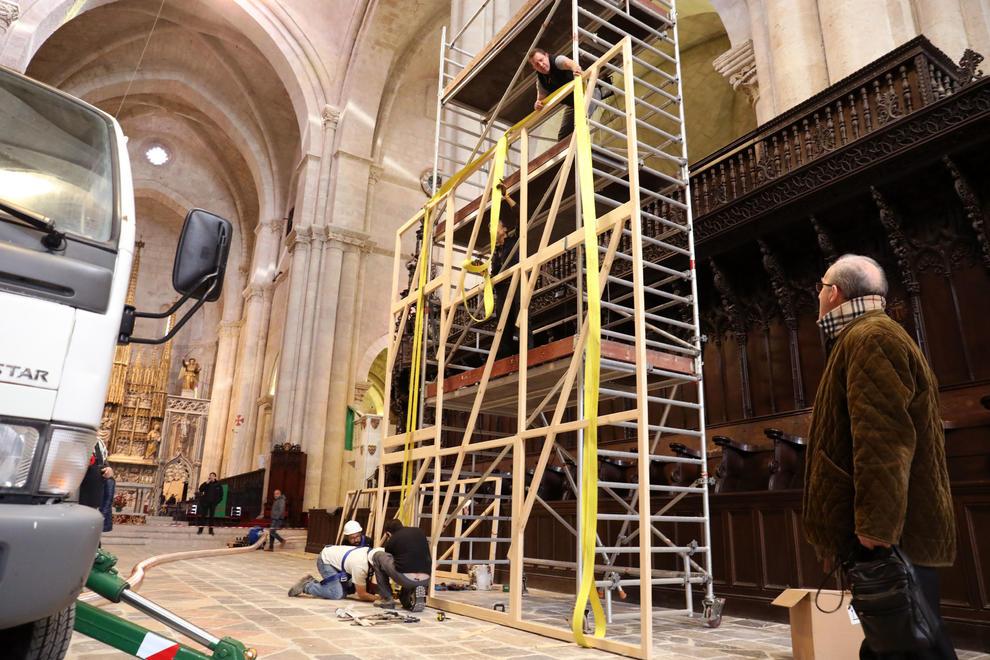 Construyen un bastidor destinado a las sargas del órgano de la Catedral