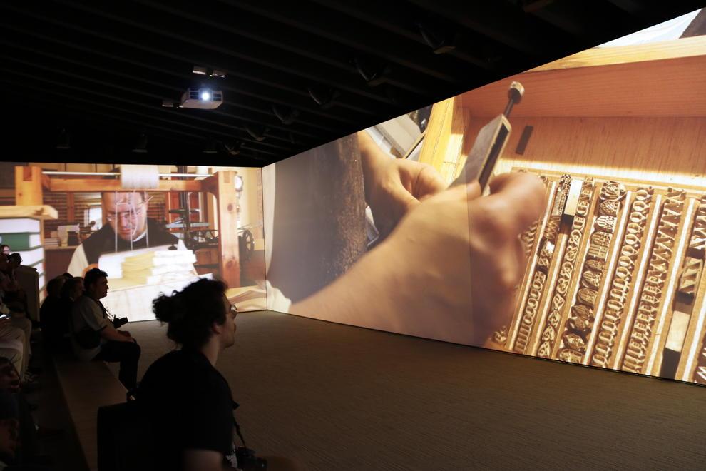 aff6977e2f Una sala de proyección envolvente dentro del nuevo espacio visitable del  Monestir de Poblet, donde se muestran imágenes de la vida cotidiana de la  comunidad ...