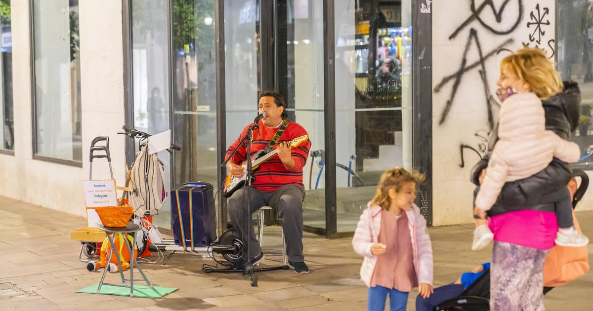 El col·lectiu de músics de carrer vol que es retiri la llicència a qui no compleixi